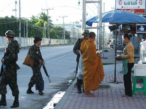 Muslimische militante Extremisten der Jemaah Islamiyah töten Buddhisten in Thailand